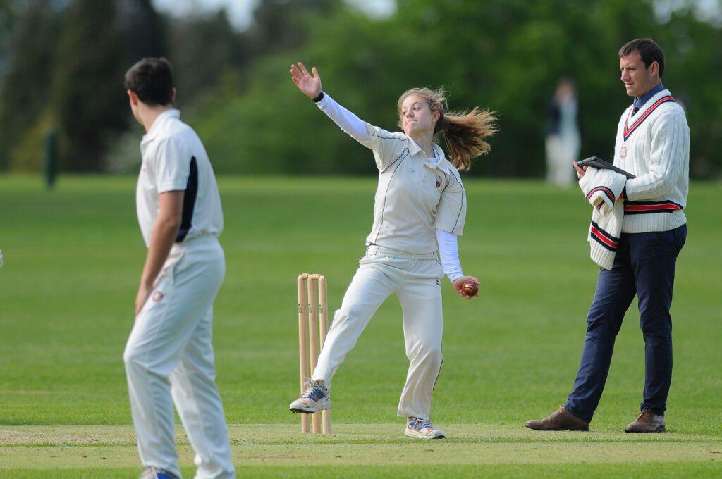 Bethan Miles leg spin bowling cricket